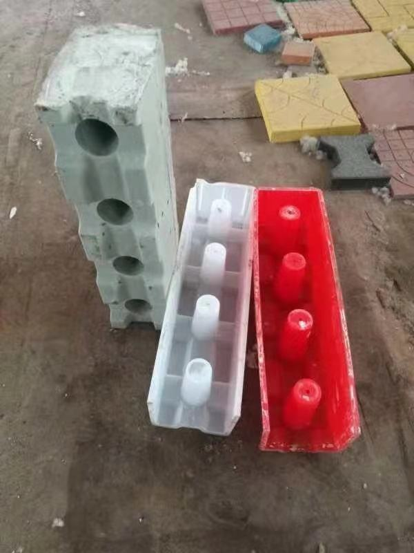 Plastic manual concrete hollow block