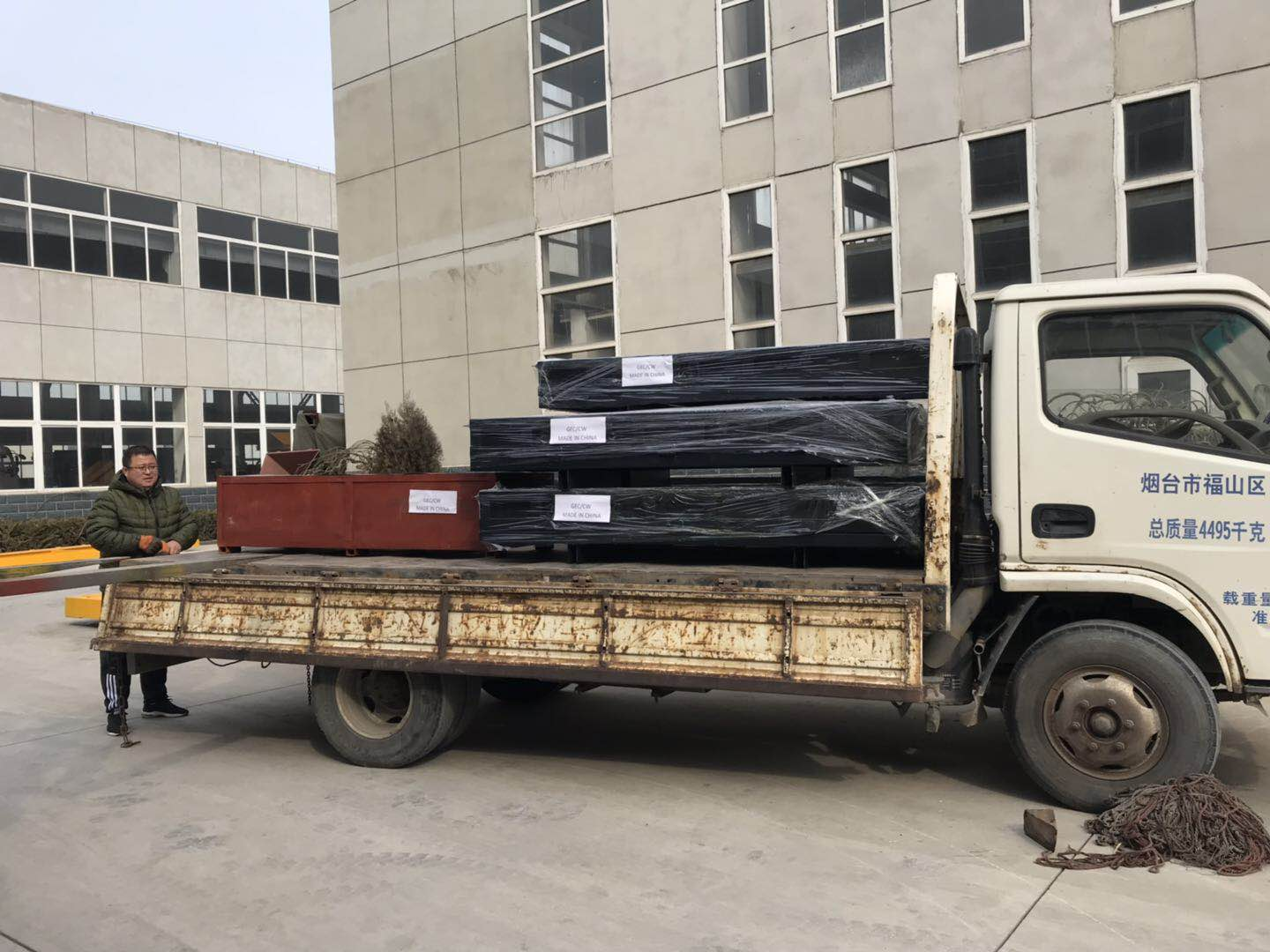 Concrete solid block mold delivery